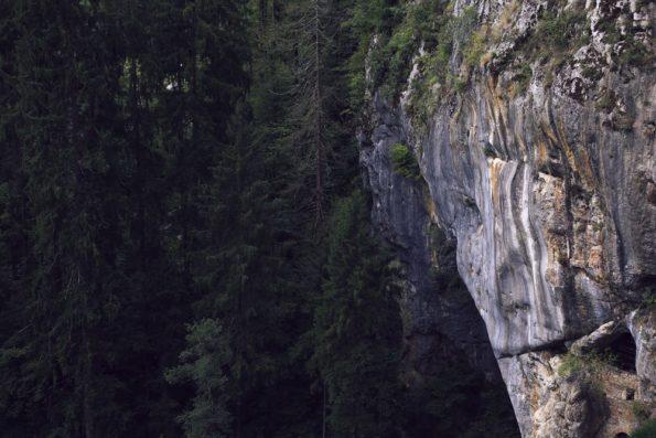 La roccia del Castello di Predjama